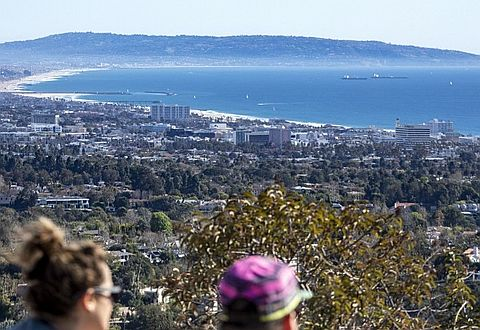 """LA 도심과 산타모니카 해안을 한눈에, """"러스틱 캐년"""""""
